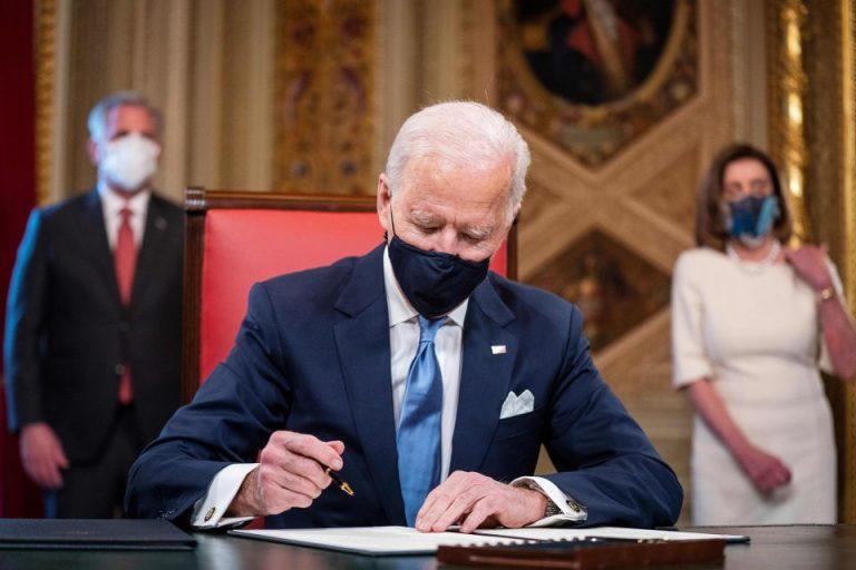 Biden firmará el 12 de marzo ley de estímulo que contempla cheque de $1,400