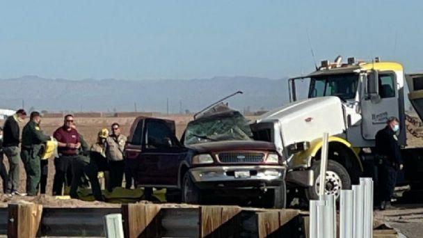 Al menos 15 indocumentados habrían muerto en accidente vial de camioneta con tráiler cerca de la frontera
